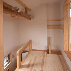 Dormitorios infantiles de estilo  por (株)独楽蔵 KOMAGURA, Colonial