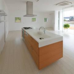 NaK-house: 門一級建築士事務所が手掛けたキッチンです。