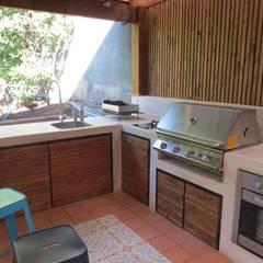 Quichos: Cocinas de estilo  por OBRAA QUINCHOS Y TERRAZAS