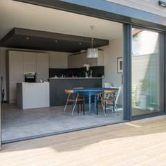 Maison à Limoges 2016: Fenêtres de style  par Jean-Paul Magy architecte d'intérieur
