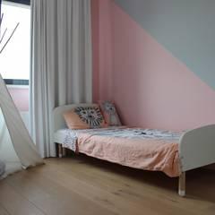 R&E:  Kinderkamer door MEL design_