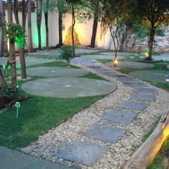 Restaurante Orange: Jardines de estilo  por AnnitaBunita.com
