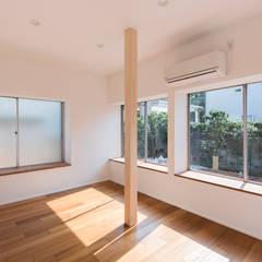 寝室: Unico design一級建築士事務所が手掛けた寝室です。