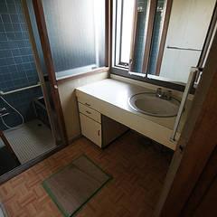 ビフォア: Unico design一級建築士事務所が手掛けた浴室です。