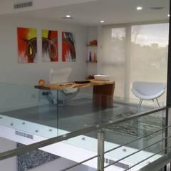 CASA H2 - Estudio Fernandez+Mego: Estudios y oficinas de estilo  por Estudio Fernández+Mego