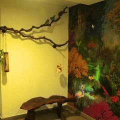 Residence in Goregaon:  Corridor & hallway by Design Kkarma (India),