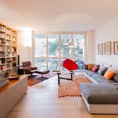 SAS_private apartment: Soggiorno in stile in stile Asiatico di cristianavannini   arc
