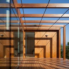 Treehouse Douro Varandas, marquises e terraços modernos por Jular Madeiras Moderno Madeira Acabamento em madeira