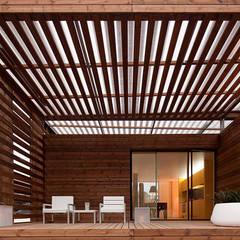 Soyo Village Varandas, marquises e terraços modernos por Jular Madeiras Moderno Madeira Acabamento em madeira