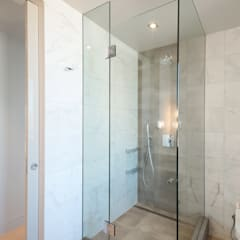 Luxury Apartment Combination:  Bathroom by Andrew Mikhael Architect