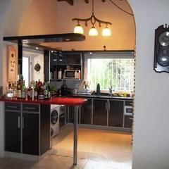 Kitchen by Liliana almada Propiedades