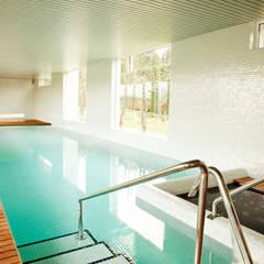 eclectisch Zwembad door Zooco Estudio