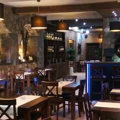 """Restauracja """"Pod Złotym Lwem"""", Puck: styl , w kategorii Piwnica win zaprojektowany przez Pracownia Wnętrz ,"""
