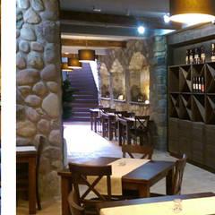 """Restauracja """"Pod Złotym Lwem"""", Puck: styl , w kategorii Jadalnia zaprojektowany przez Pracownia Wnętrz"""