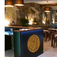 """Restauracja """"Pod Złotym Lwem"""", Puck: styl , w kategorii Ściany zaprojektowany przez Pracownia Wnętrz"""