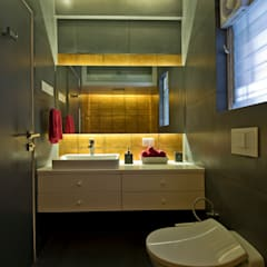 Residence Interiors at Mukundnagar, Pune: modern Bathroom by Urban Tree