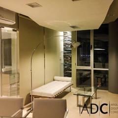 Diseño interior de oficina principal: Estudios y oficinas de estilo moderno por ADC - ARQUITECTURA - DISEÑO- CONSTRUCCION