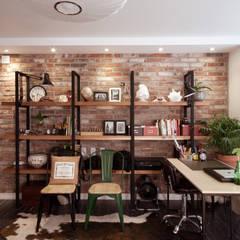소품이 돋보이는 집: 디자인투플라이의  다이닝 룸
