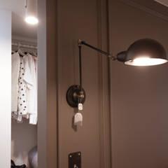 소품이 돋보이는 집: 디자인투플라이의  침실,인더스트리얼