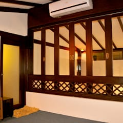 Wooden Window:  Balconies, verandas & terraces  by Image N Shape
