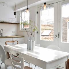 Appartement tbv verhuur in Haarlem: industriële Keuken door Atelier09