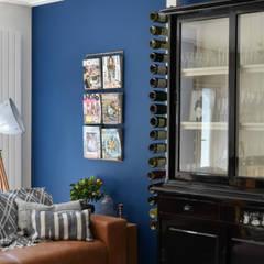 Appartement Amsterdam:  Woonkamer door Atelier09