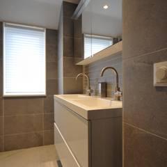 Badmeubel Alkmaar - AGZ Badkamers en sanitair:  Badkamer door AGZ badkamers en sanitair