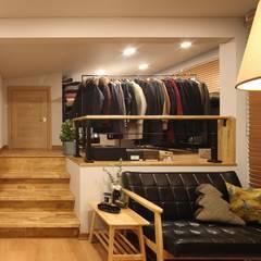 서로 다른 공간의 완벽한 어울림(대전 문창동 주택) 클래식스타일 드레싱 룸 by 윤성하우징 클래식