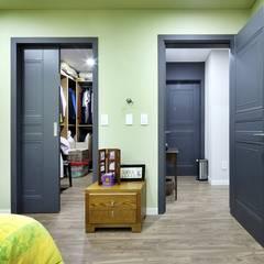 이웃과 함께하는 전원생활 (용인 고기동 주택): 윤성하우징의  드레스 룸