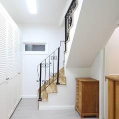 Koridor dan lorong oleh 윤성하우징, Mediteran