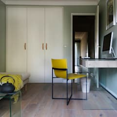 Sunny two-bedroom flat in South of France: minimalistic Study/office by Art de Vivre Studio
