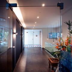 Corridor & hallway by Klaus Geyer Elektrotechnik,