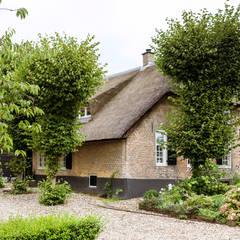Restauratie Boerderij:  Huizen door Brand BBA I BBA Architecten,