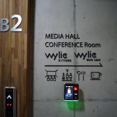 Wylie Building: 라움플랜 건축사사무소의  서재 & 사무실
