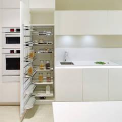 Compacta elegante: Cozinhas  por FABRI