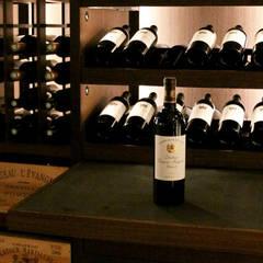 Cave à vin sur mesure en wengé et pierres sèches - Aix 2015: Cave à vin de style de style Moderne par Degré 12