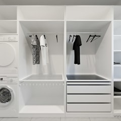 Dressing room by MIRAI STUDIO, Minimalist MDF