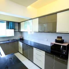 ห้องครัว by Ashpra Interiors