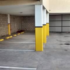 Complejo de cocheras y departamentos, obra llave en mano: Garajes de estilo  por BULLK CONSTRUCTORA
