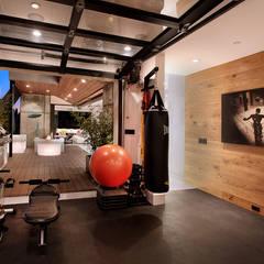 Salle de sport à domicile : Salle de sport de style de style Moderne par Athletica Design