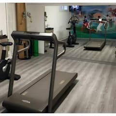Salle de sport dans un sous-sol : Salle de sport de style de style Moderne par Athletica Design