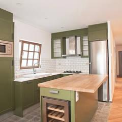 Kitchen by Grupo Inventia