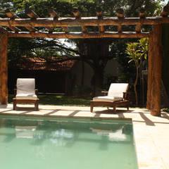 Residencia P-L: Albercas de estilo  por AIDA TRACONIS ARQUITECTOS EN MERIDA YUCATAN MEXICO