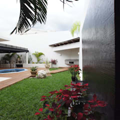 Garden by AIDA TRACONIS ARQUITECTOS EN MERIDA YUCATAN MEXICO, Modern