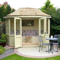 Oval Summerhouse:  Garden by Garden Affairs Ltd