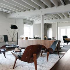 TAPESTRY APARTMENT: Salones de estilo  de LUV-Architecture & Design