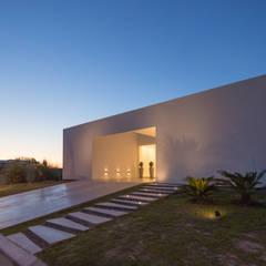 PERSPECTIVA DE FACHADA SUR: Casas de estilo  por VISMARACORSI ARQUITECTOS