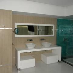 Pent House en Res. Vald'osta: Baños de estilo  por BLUE POLYGON C.A.