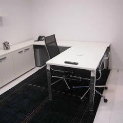 Pent House en Res. Vald'osta: Oficinas de estilo  por BLUE POLYGON C.A., Minimalista