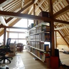 伝統木造のY邸  traditional wooden house without hardware: 建築設計事務所 山田屋が手掛けた書斎です。